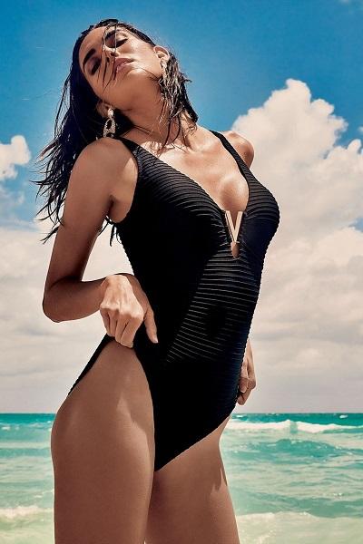 a79bde4710b Elegantní černé italské jednodílné plavky se zdobením Vacanze