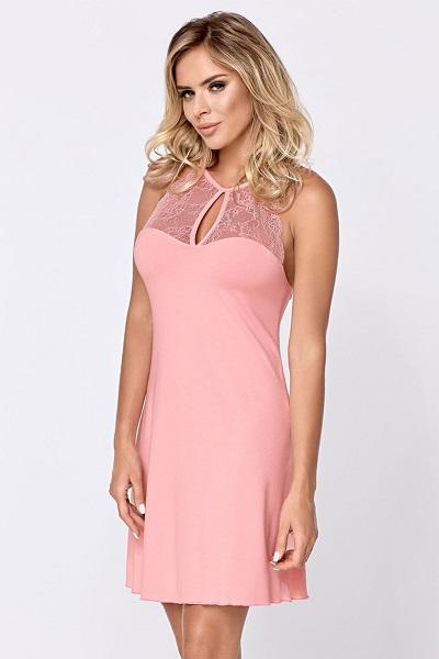 Půvabná růžová dámská noční košile s krajkou